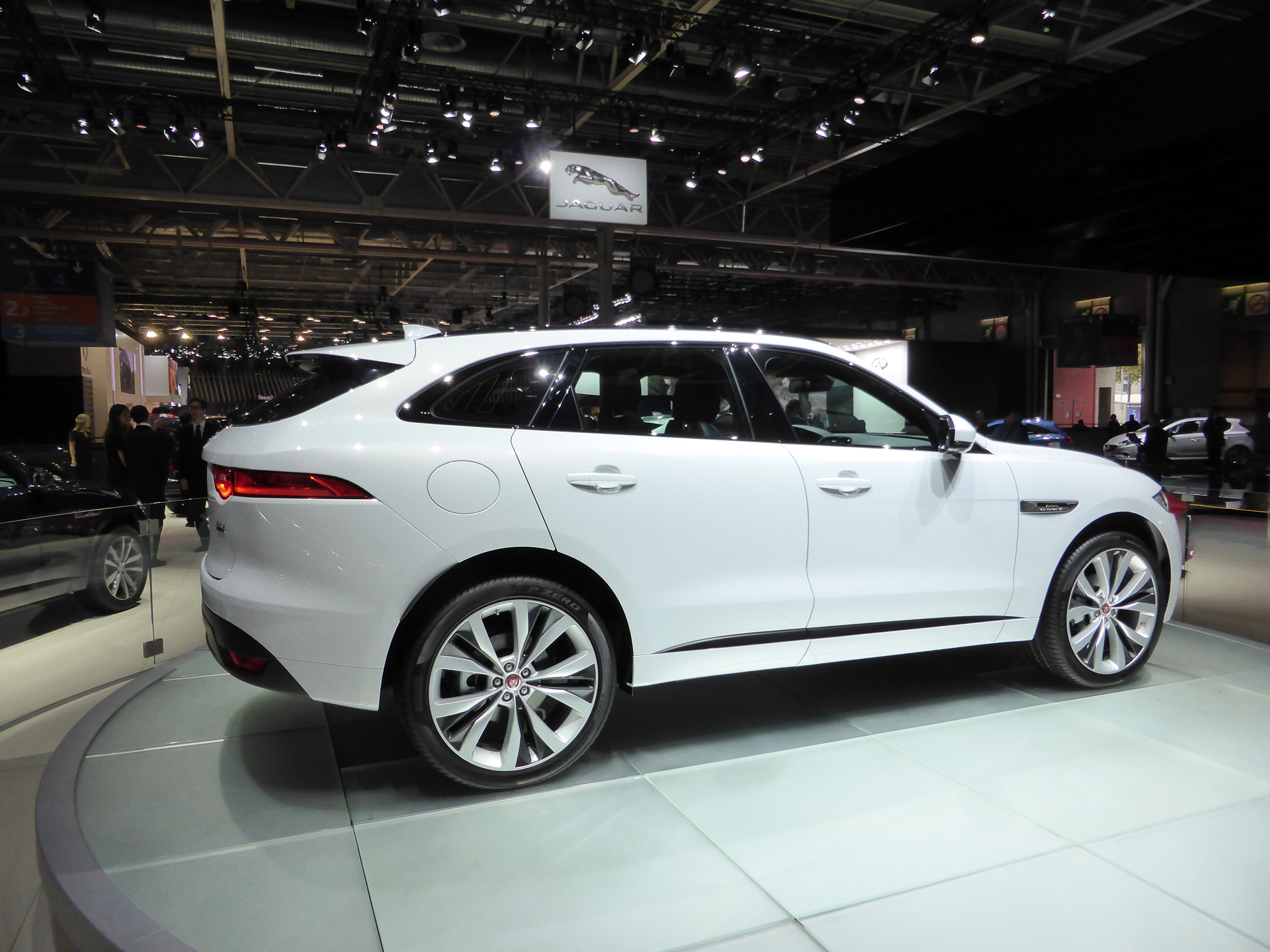 Jaguar F-PACE - profil - side-face - 2016 - Mondial Auto - photo ELJ DM