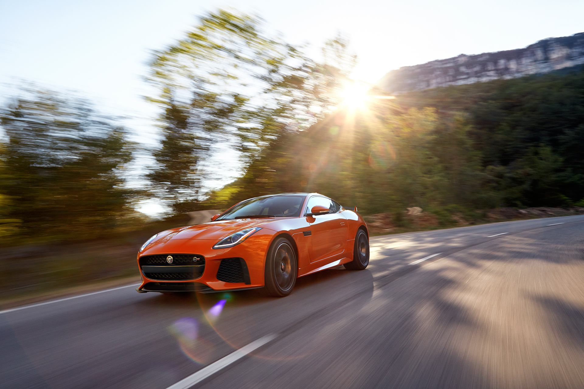 Jaguar F-TYPE SVR - 2016 - route / road - avant / front