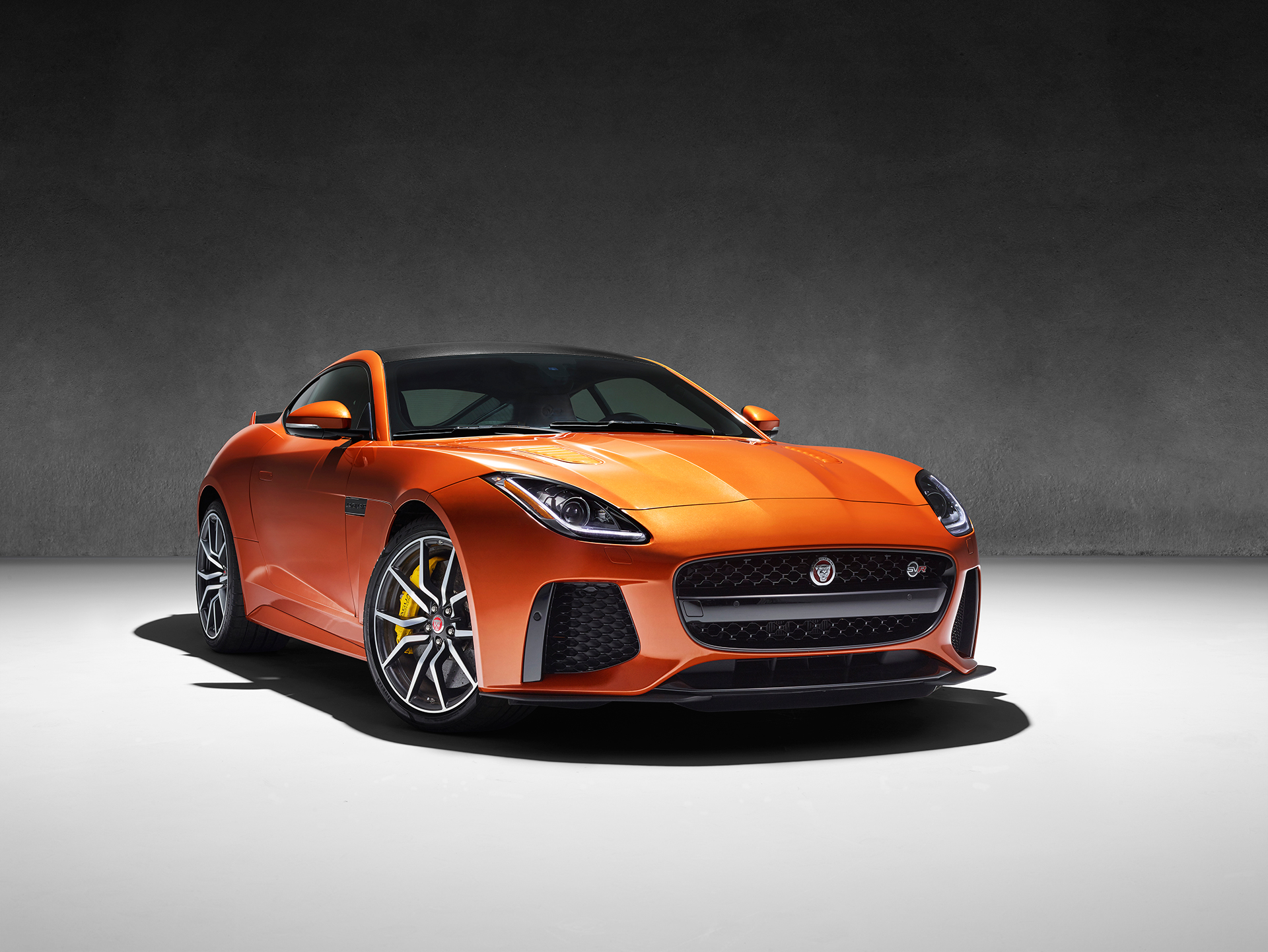 Jaguar F-TYPE SVR - 2016 - profil avant / front side-face