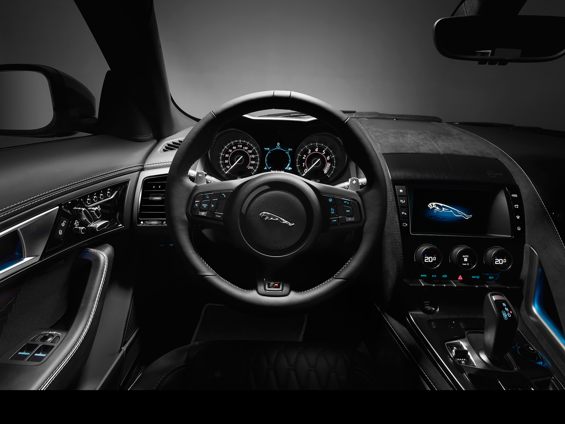 Jaguar F-TYPE SVR - 2016 - volant / steering wheel