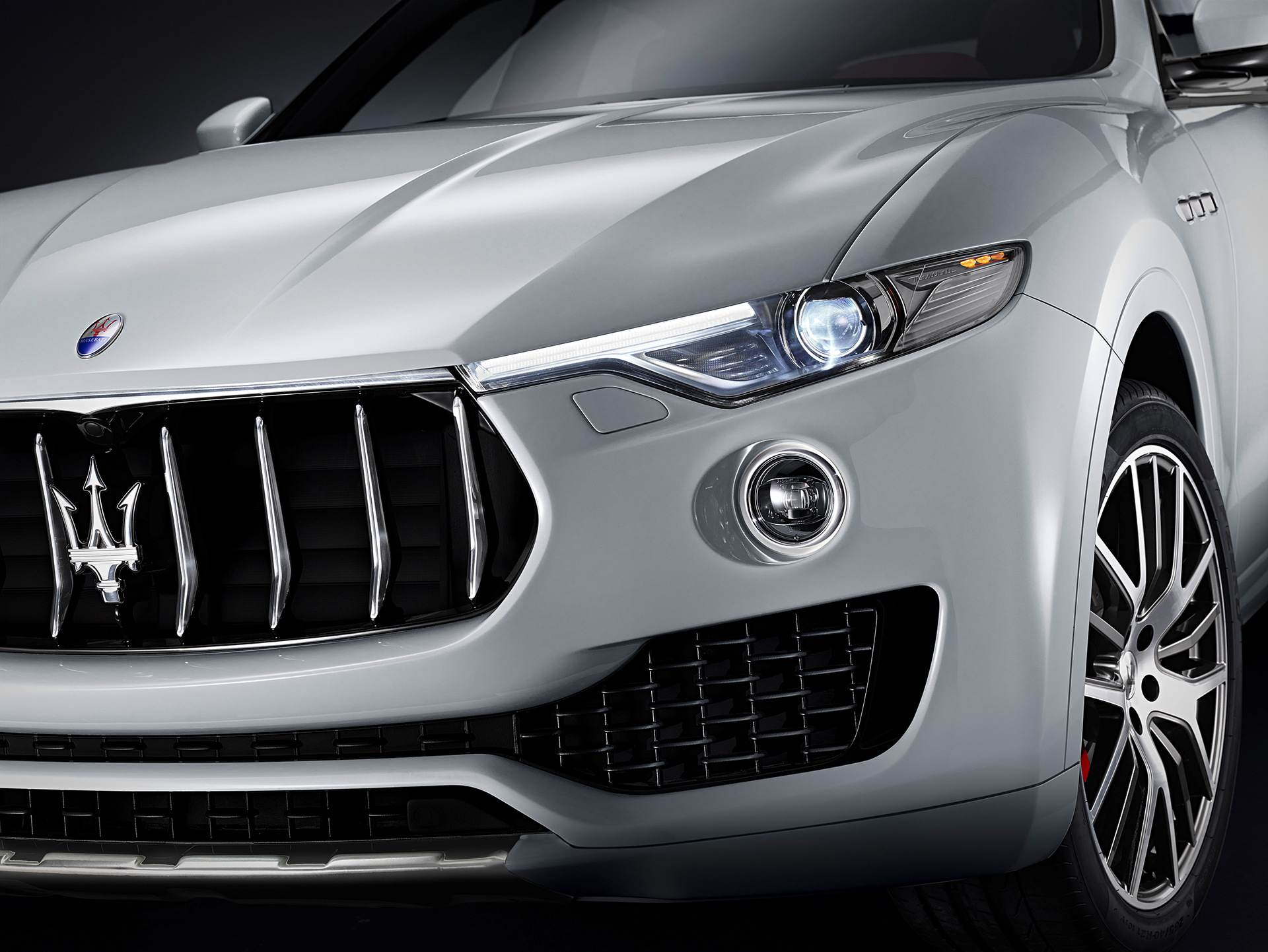 Maserati Levante - 2016 - front light