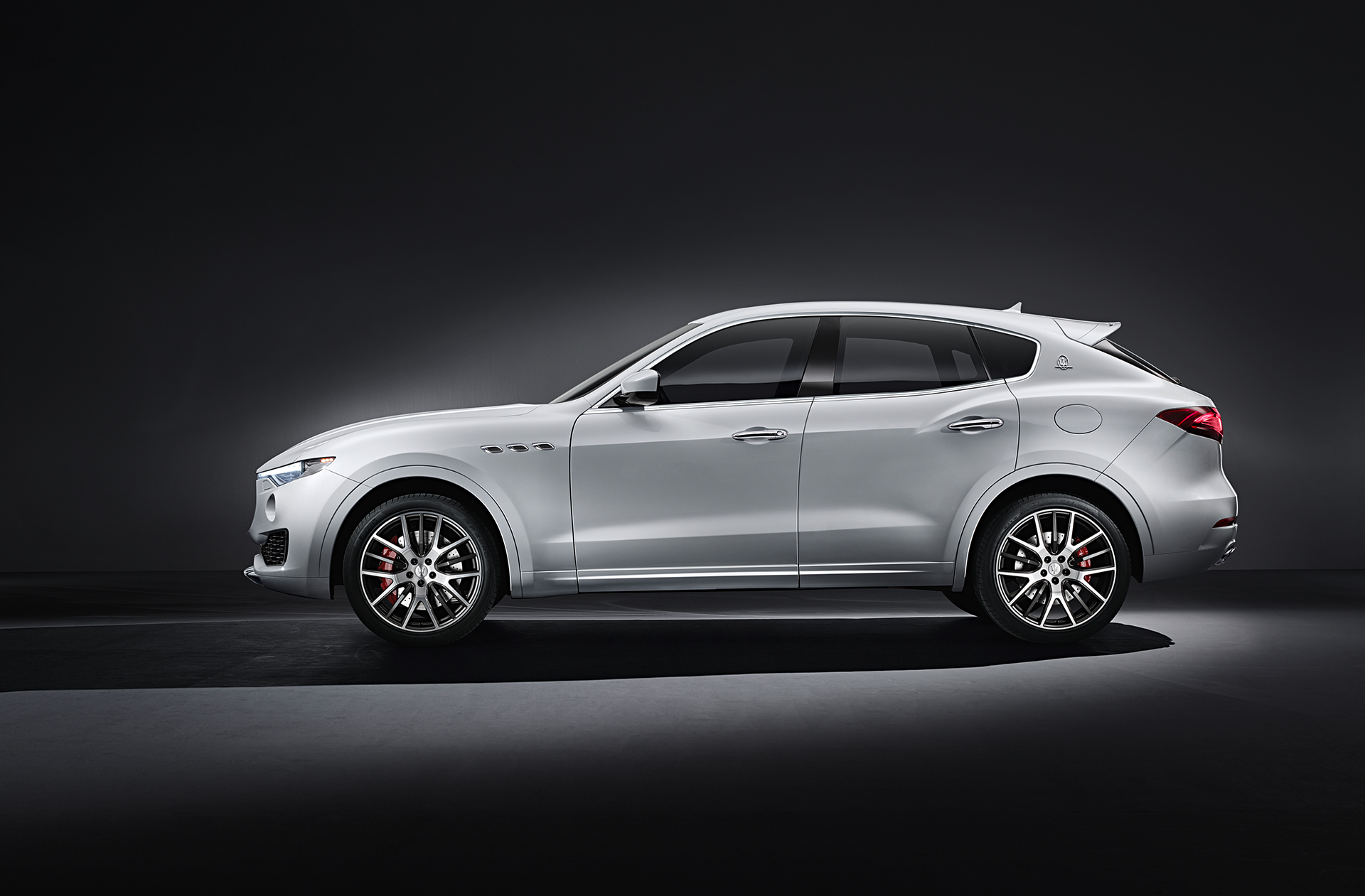 Maserati Levante - 2016 - side-face / profil