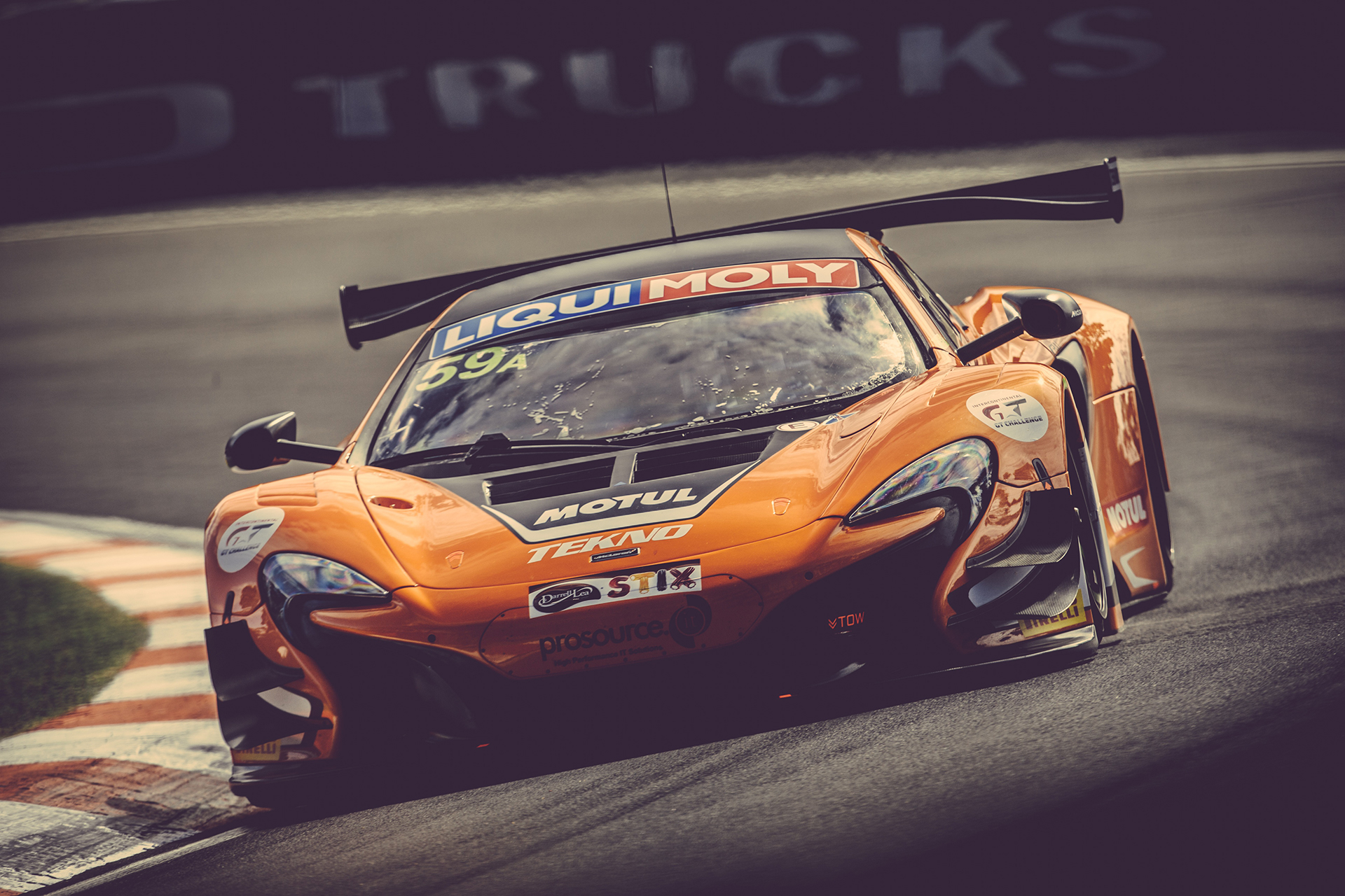 McLaren GT3 - front-face - on track - Photo - Bathurst 12hr 2016