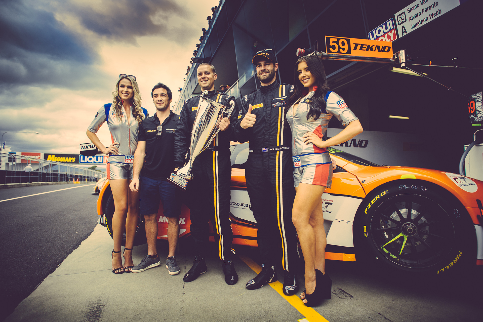 McLaren GT3 - Lap record team - Photo - Bathurst 12hr 2016