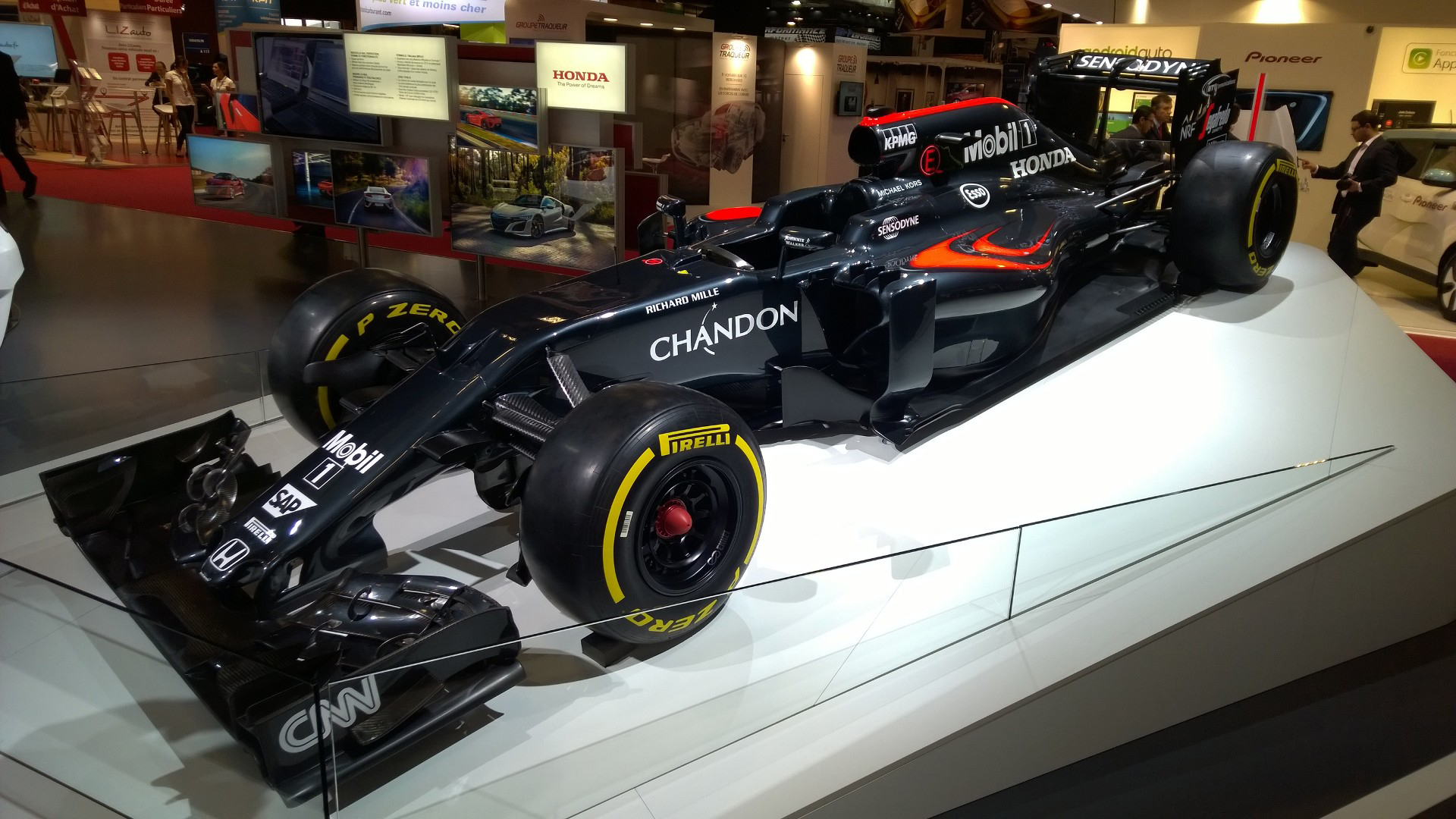F1 McLaren Honda MP4-31 - 2016 - Mondial Auto - photo ELJ DM