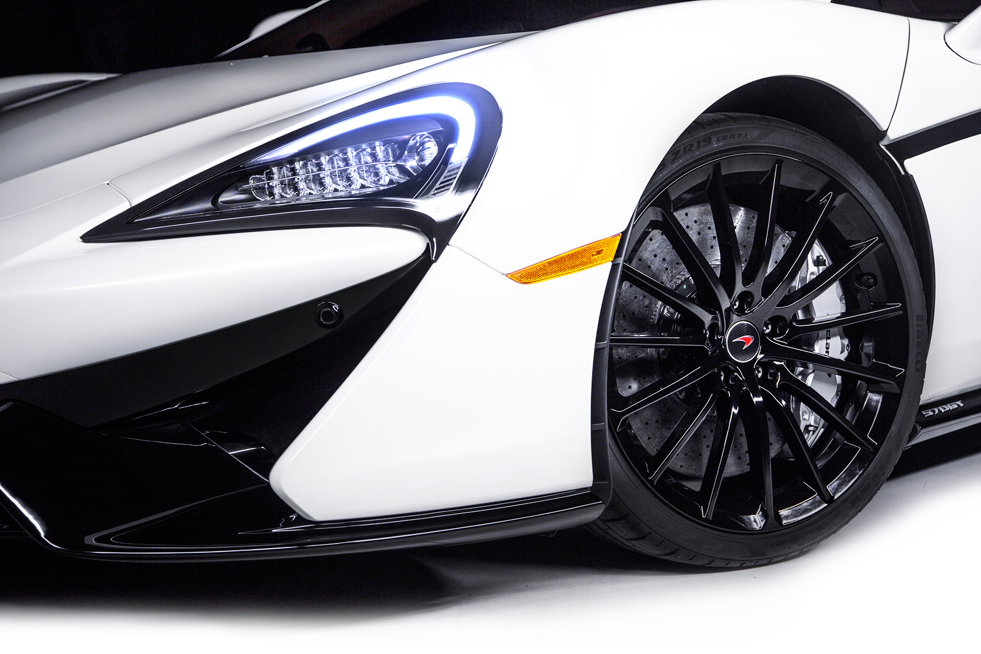 McLaren 570GT by MSO - 2016 - front wheel