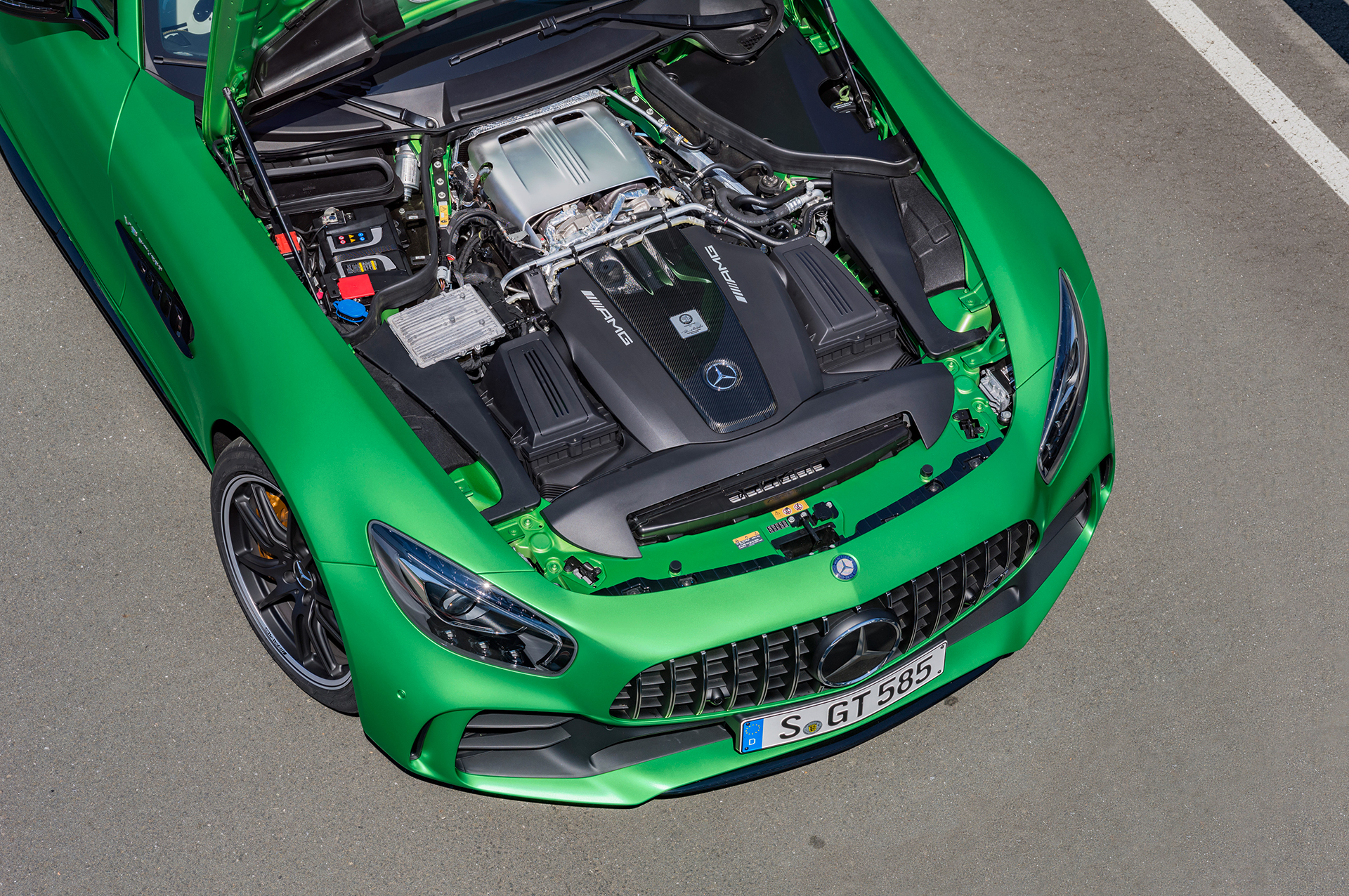 Mercedes-AMG GT R - 2016 - side-face / profil - under the hood