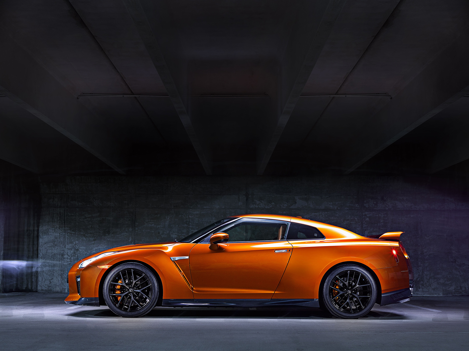 Nissan GT-R - 2017 - side-face / profil