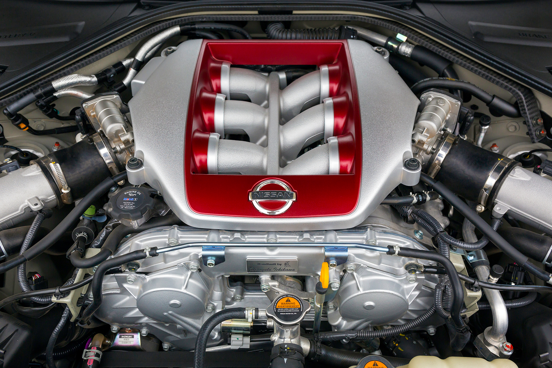 Nissan GT-R - 2017 - under the hood / capot moteur