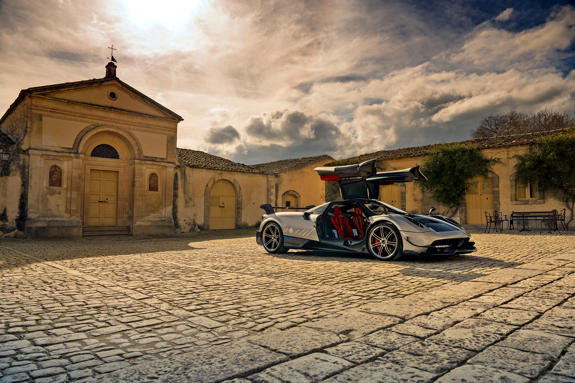 Pagani Huayra BC - 2016 - photo - open the doors