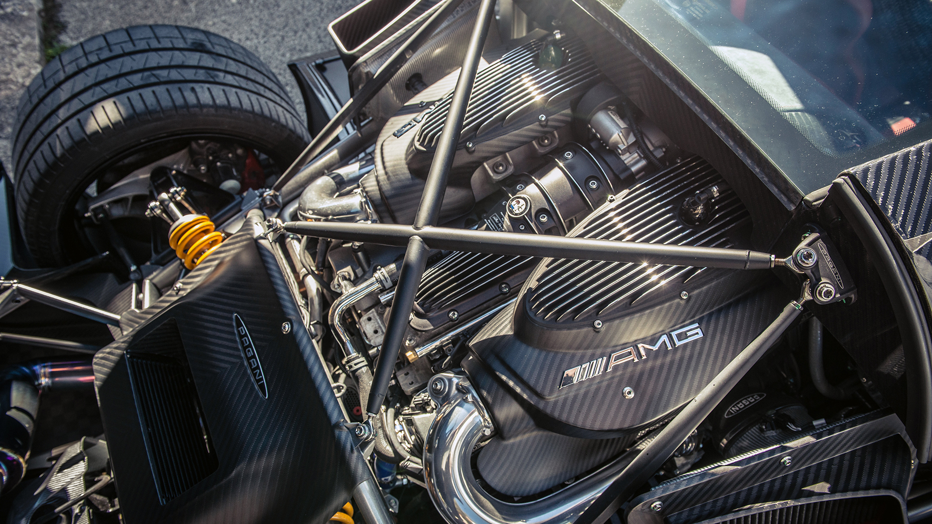 Pagani Huayra BC - 2016 - under the hood - sous le capot moteur