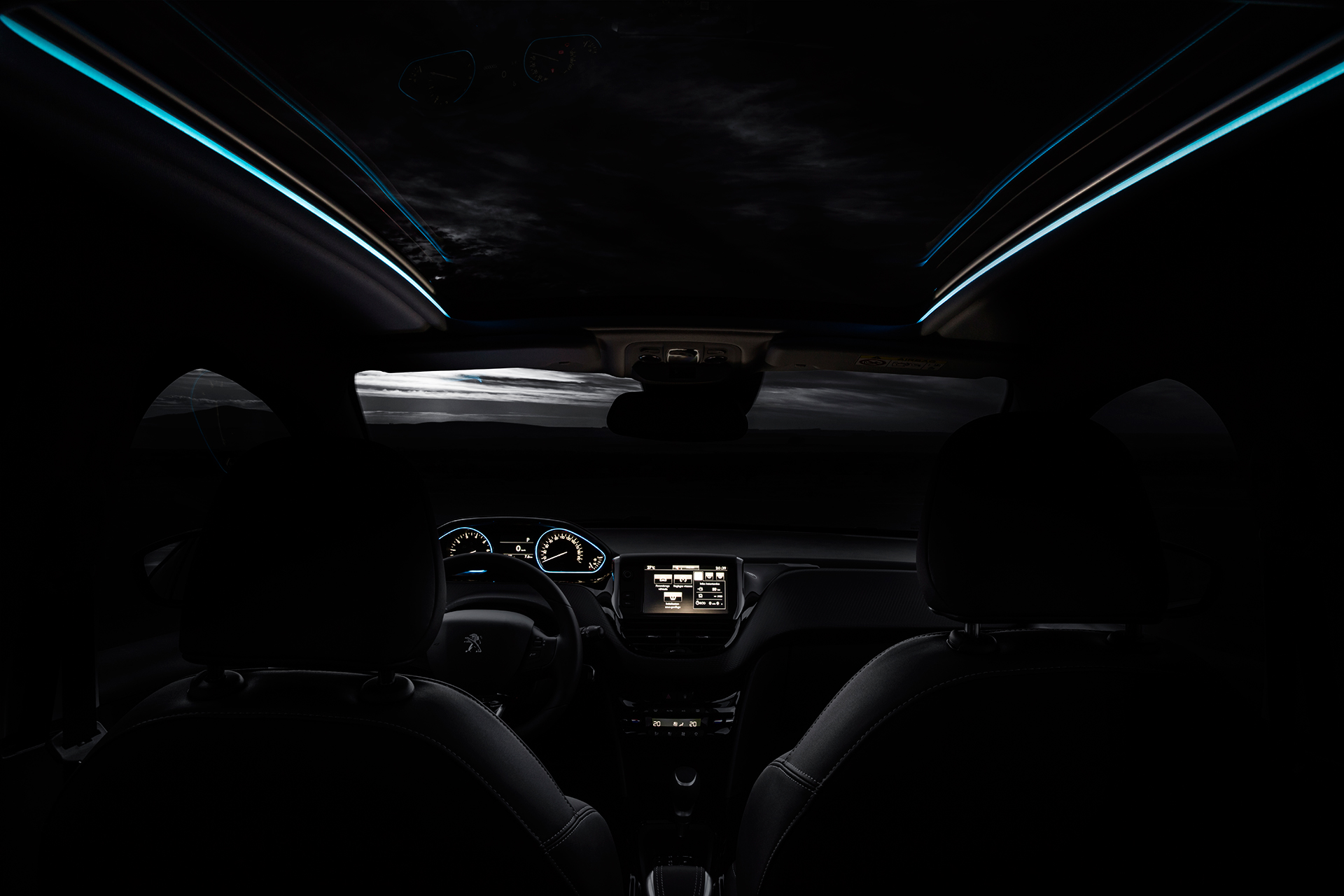 Peugeot 2008 le lion nouvelle gueule road to geneva 2016 for Interieur peugeot 2008
