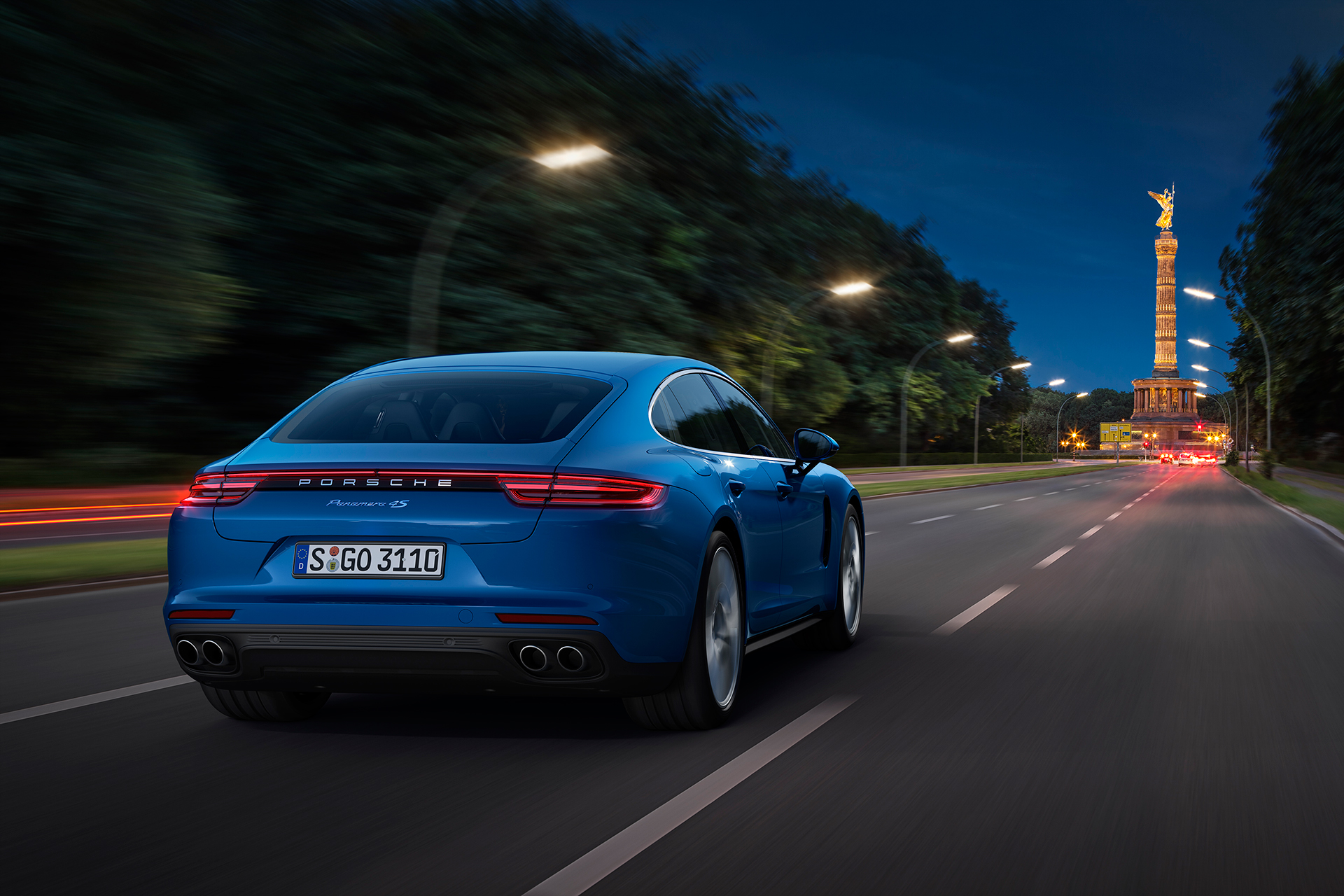 Porsche Panamera - 2016 - rear light - night photo