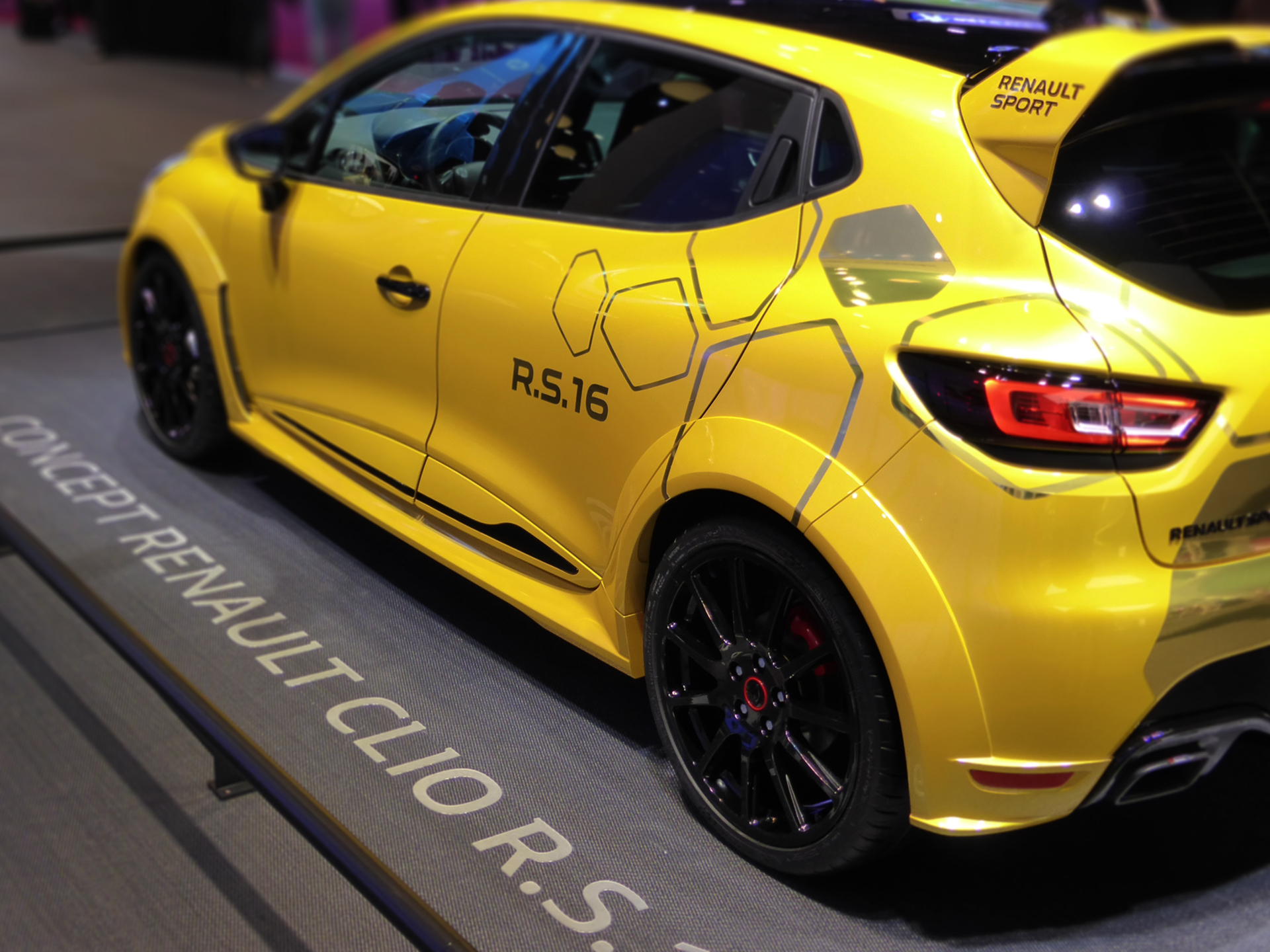 Renault Clio RS16 - side view - 2016 - Mondial Auto - photo ELJ DM
