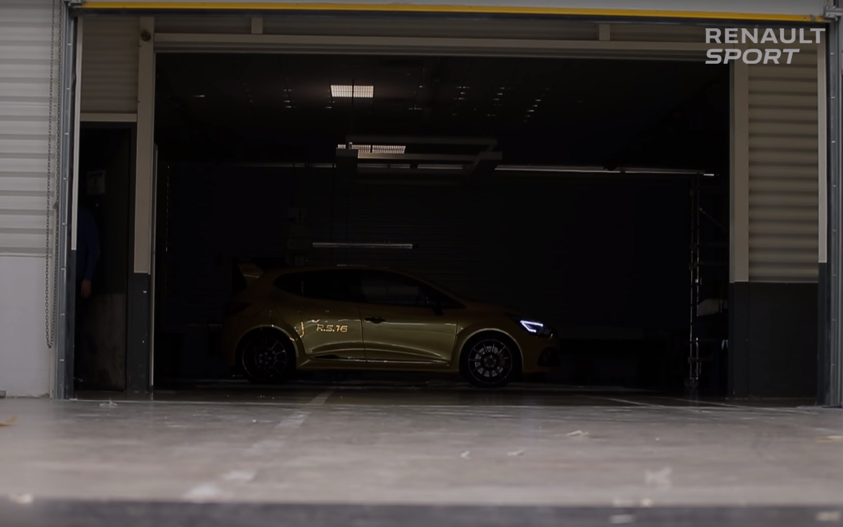 Renault Clio R.S.16 - garage - side-face / profil - dark-light