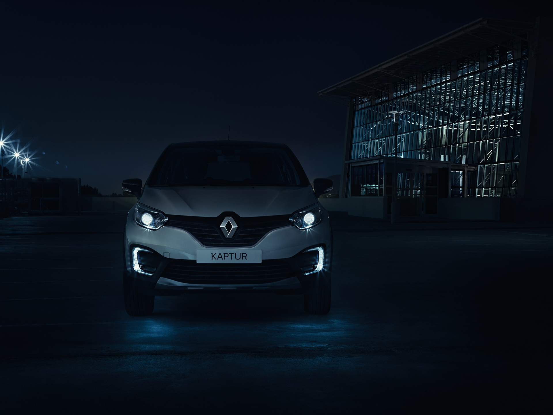 Renault Kaptur - 2016 - night front light