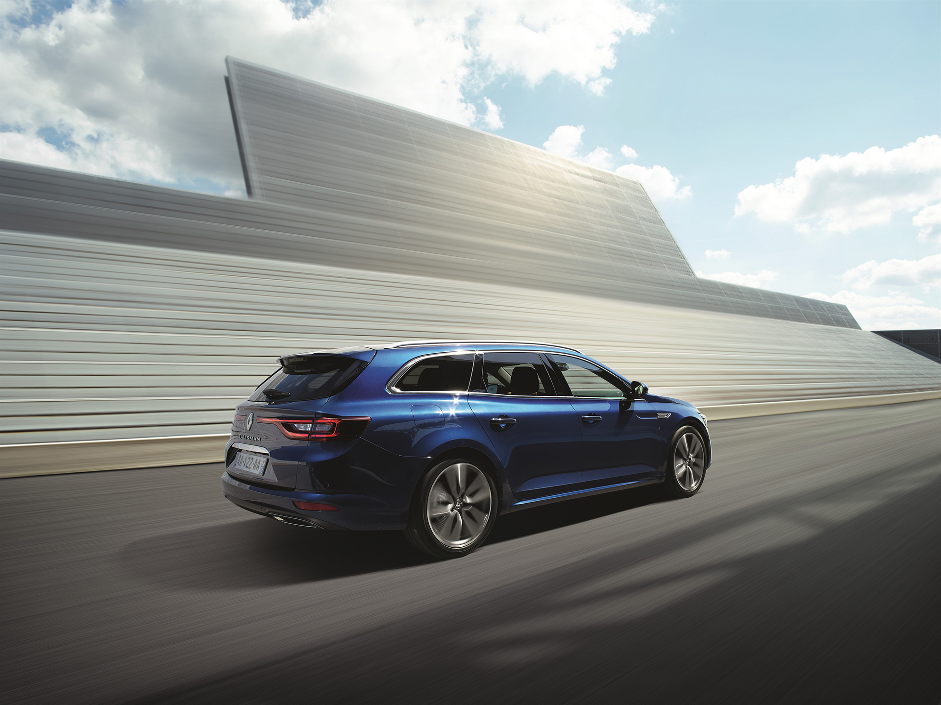 Renault Talisman Estate - 2016 - profil arrière / rear side-face