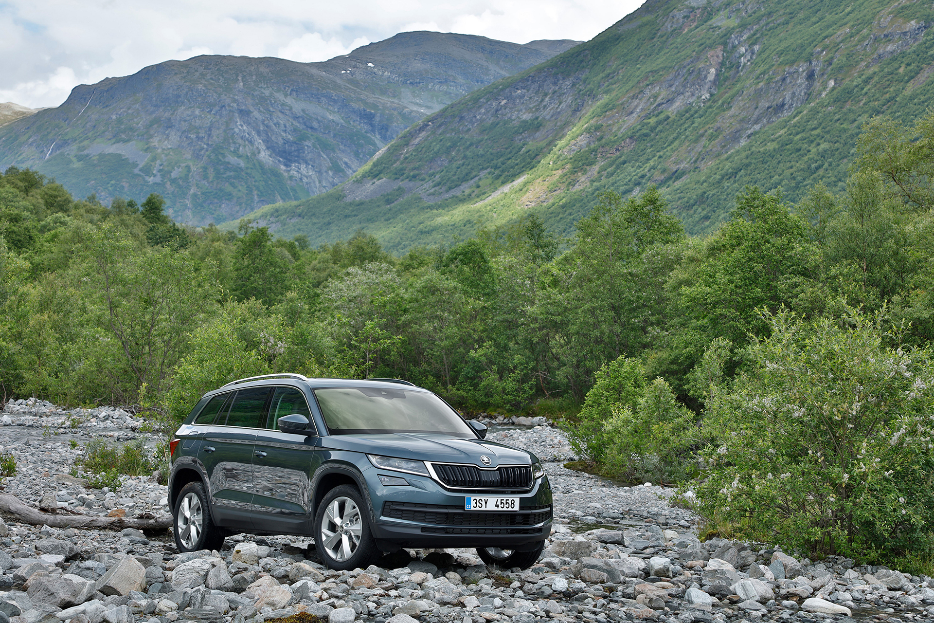 Skoda Kodiaq - 2016 - rock road - photo