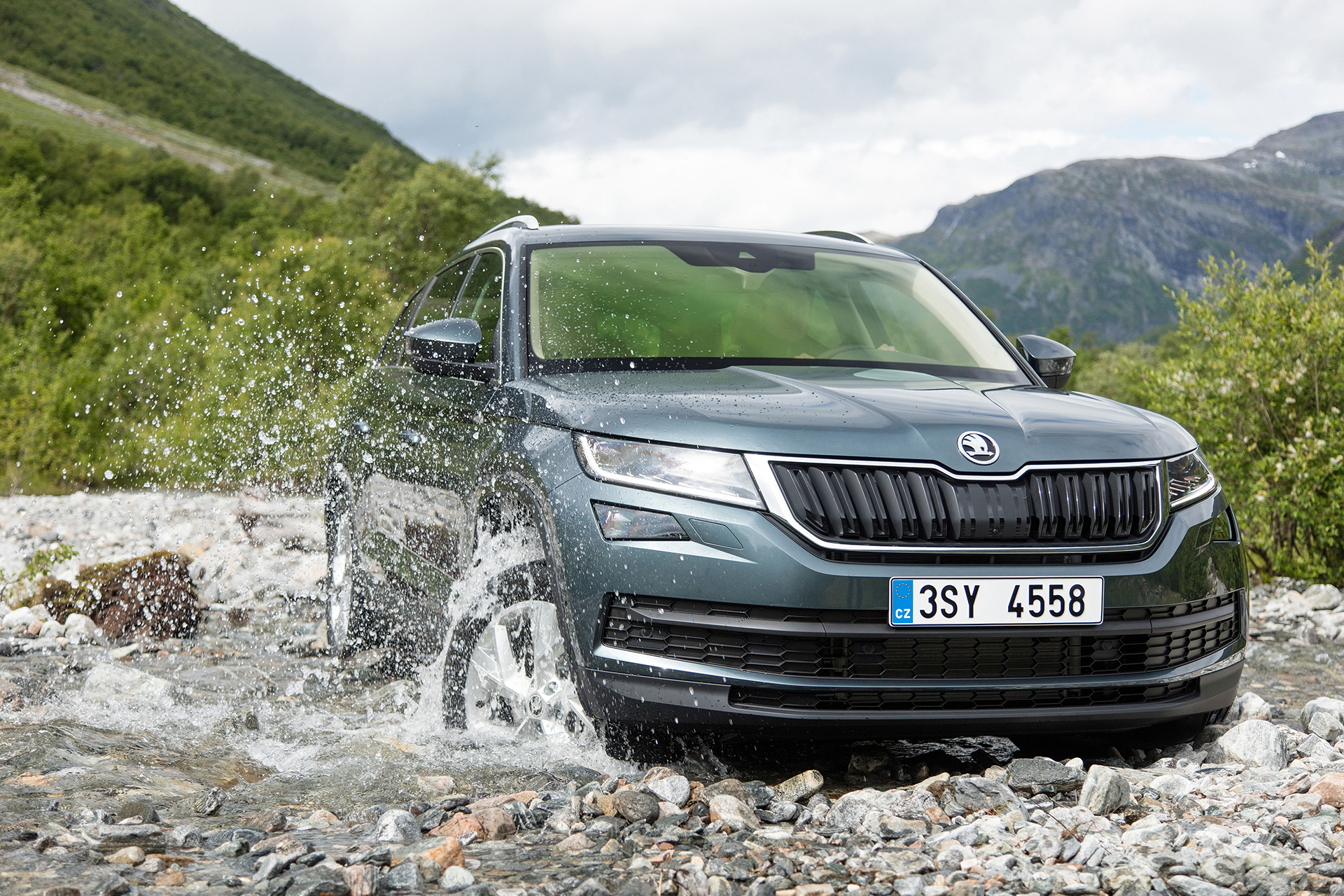 Skoda Kodiaq - 2016 - water road - photo