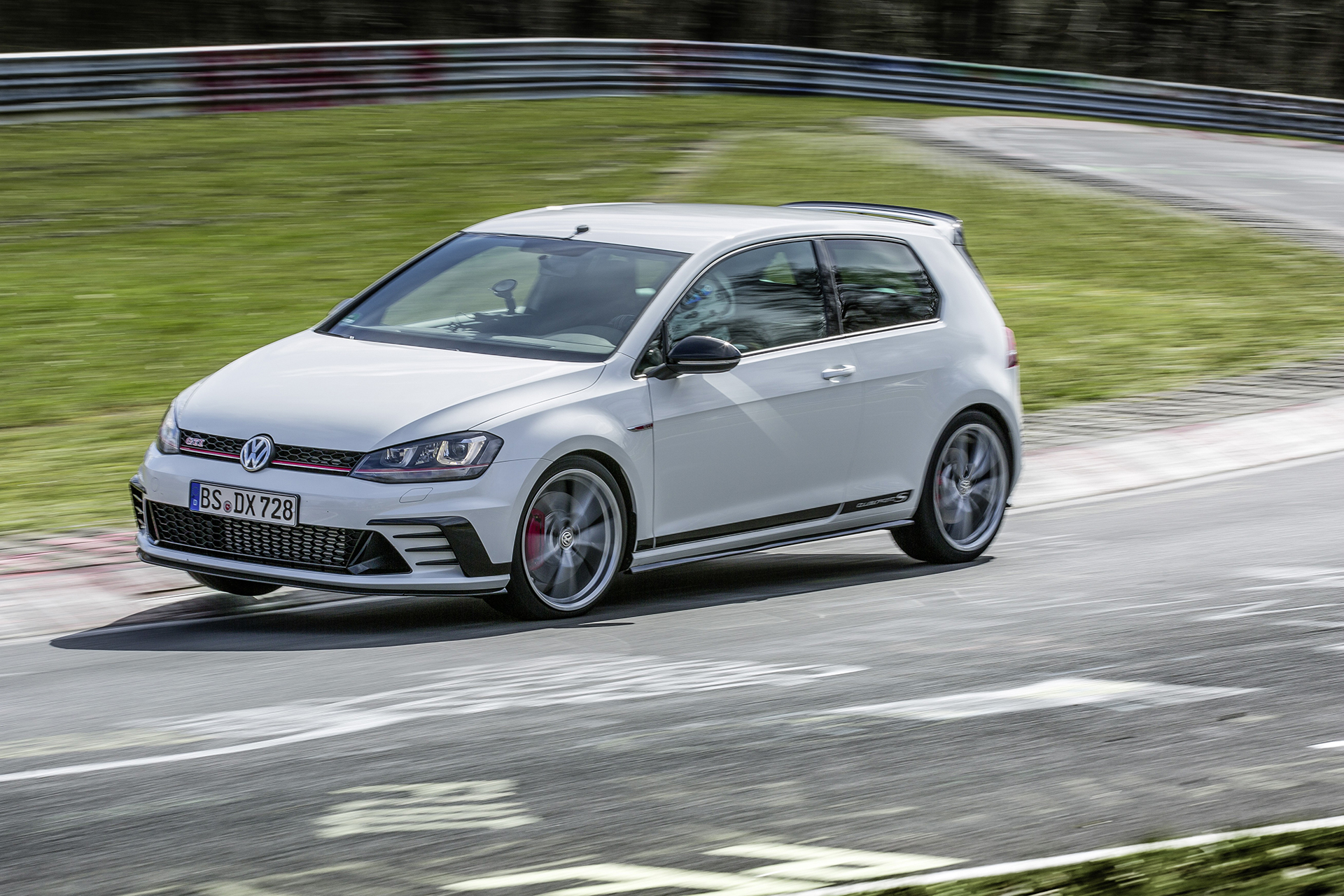 Golf GTI Clubsport S - 2016 - photo - on track